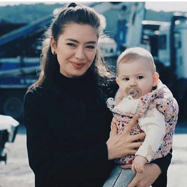 Cătălina Ioana Mătușoiu Adli Kullanicinin Kara Sevda Panosundaki Pin Unluler Instagram Guzellik