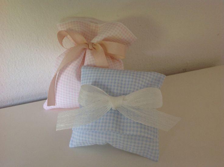 Bomboniere nascita in cotone vichy rosa e azzurro.