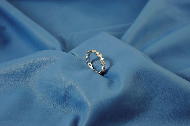 Fedina pesciolini in oro bianco con brillanti, mooolto carina anche come fede da matrimonio!
