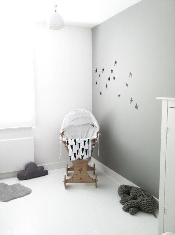 Babykamer inrichting met zwart, wit en grijs - prachtig kamertje met houten wiegje. Inspiratie voor de babykamer