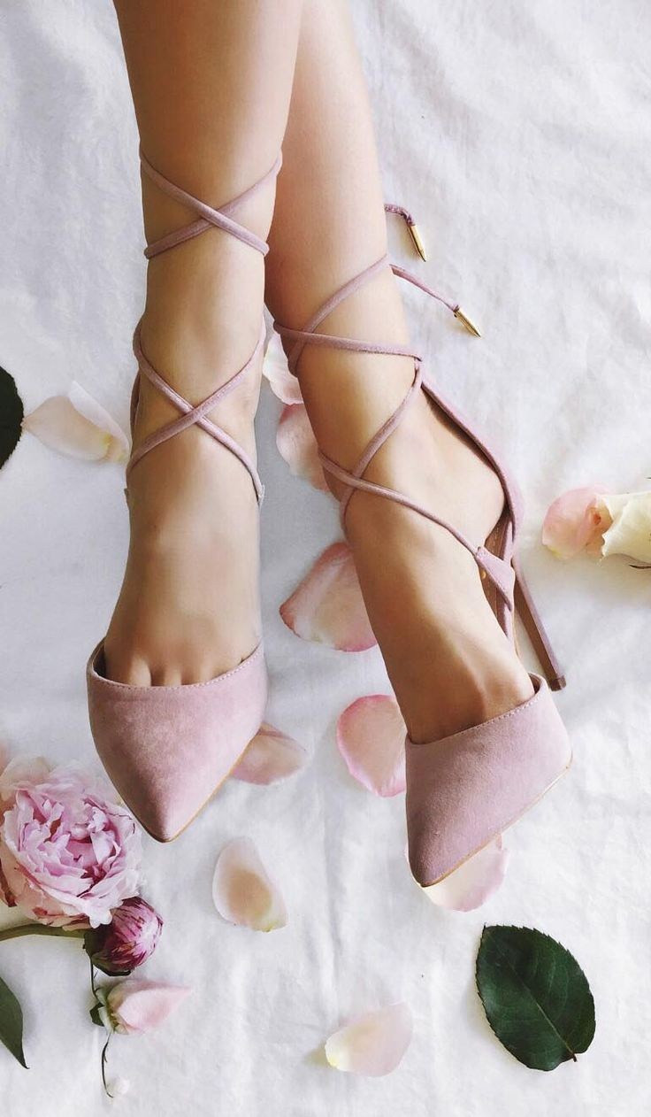 Rose Suede Lace Up Pointed Toe Heels. Tacchi Close-Up #Shoes #Tacones #Heels