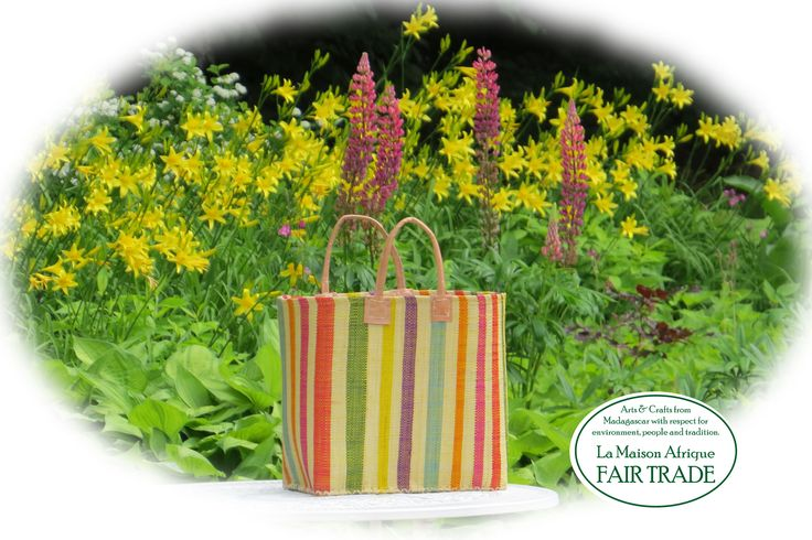 Fair Trade shoppingbasket handmade of natural materials, matching diversity and Beauty of nature.