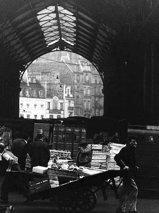 Robert Doisneau // Les Halles , ca. 1960.