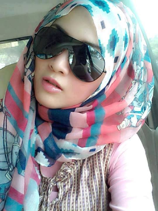 trendy girls wear hijab with glasses (5)