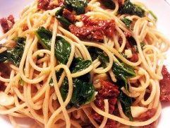 San Marzano Špagety so sušenými paradajkami a rukolou