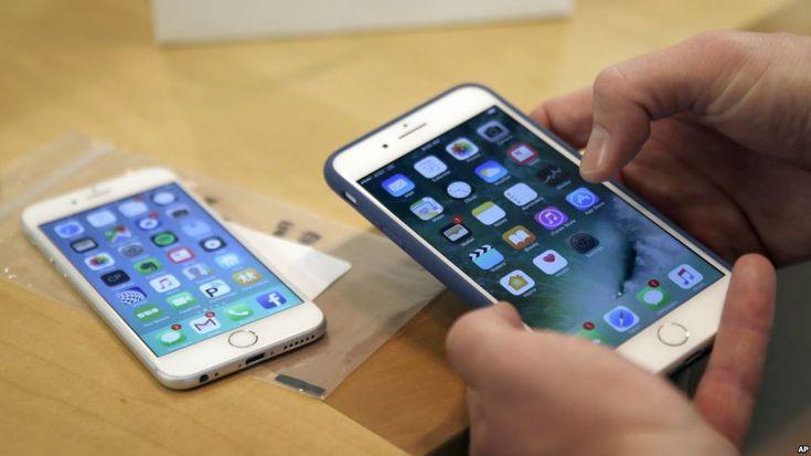 Voz de América – Redacción, Un sitio italiano descubrió un nuevo error en la versión actual del sistema operativo iOS 11 de Apple puede deshabilitar las aplicaciones de mensajería y correo electrónico del iPhone y enviar teléfonos inteligentes a un bucle de reinicio sin fin, si un usuario r...