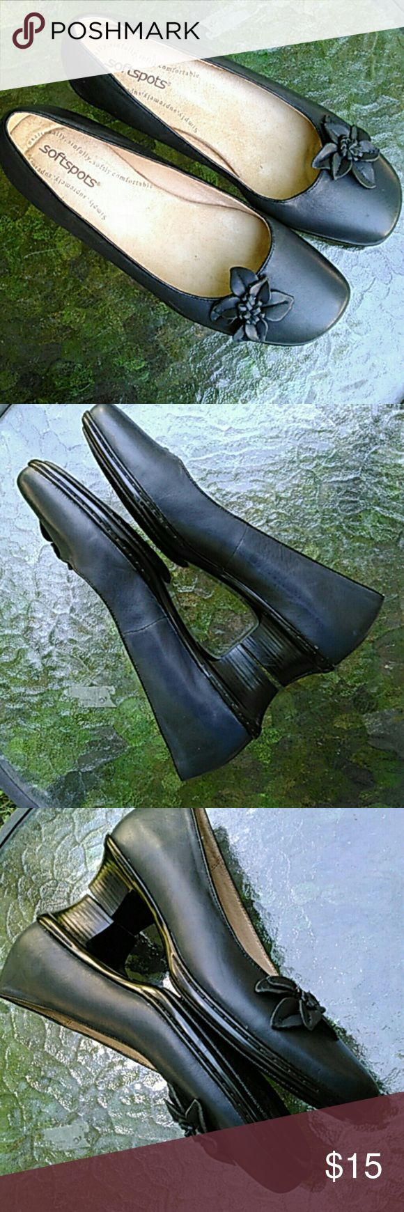 """Dark Blue Soft Spots Ladies Shoes 9M Soft Spots Ladies Shoes  Dark Blue  Cute flower detail over the toe, off center Loafer styling for comfort Heel approximately 1 1/2"""" high Leather upper Man-made balance 9M  Very comfortable. Excellent used condition. Worn a couple three times indoors. Please see pic of sole. Soft Spots Shoes Flats & Loafers"""