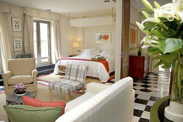 Sentidos en Rio Real Hotel: ahol számos híresség felbukkanhat - Marbellán királyi családok, rangos politikusok, színészek előszeretettel töltik idejüket, épp ezért ne csodálkozzunk, ha szembejön velünk egy-egy híresség. A Sentidos en Rio Real luxushotelt például pár évvel ezelőtt újították fel, így itt a gazdagok és híresek nyugodt szívvel tudnak elbújni a világ szeme elől. Olvass tovább: http://www.stylemagazin.hu/hir/Sentidos-en-Rio-Real-Hotel-ahol-szamos-hiresseg-felbukkanhat/4124/