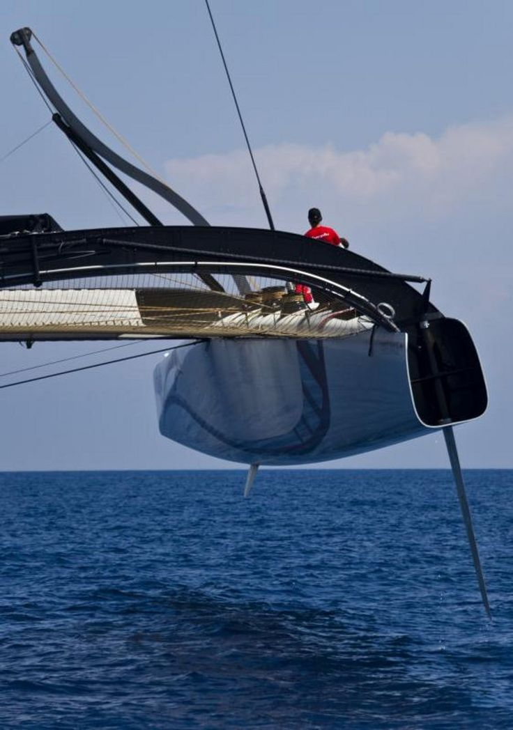 bmw oracle trimaran flying a hull