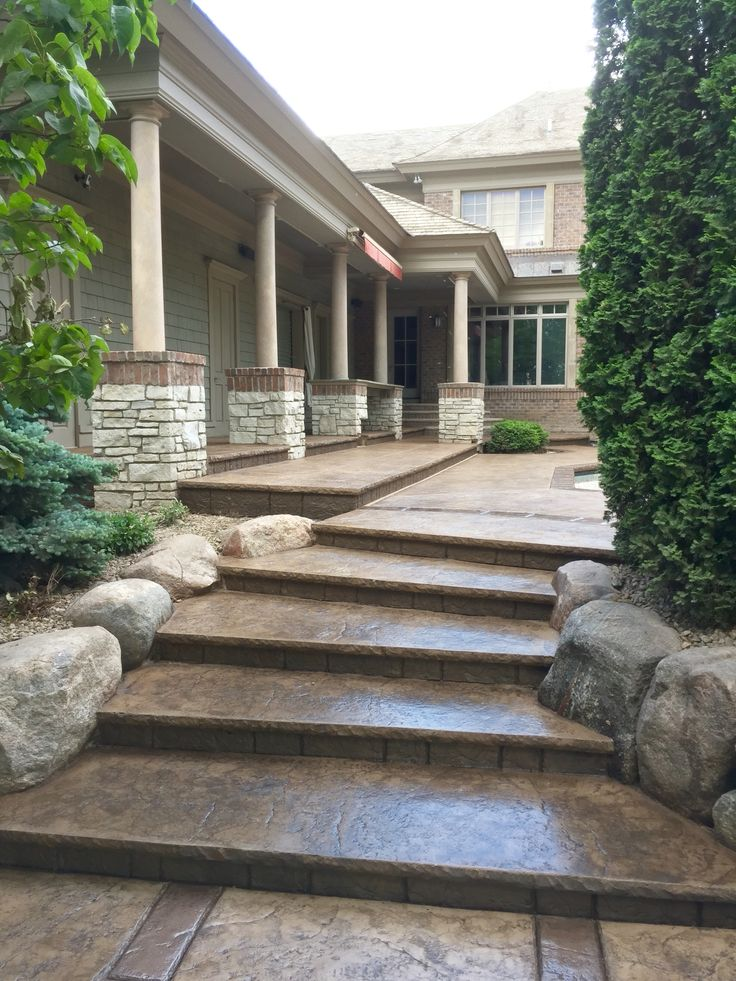 Captivating Stamped Concrete Pool Deck With Custom Chiseled Stone Cantilevered Coping  By Sierra Concrete Arts · BetonbeckenBeton KunstStampfbetonDekorativer ...