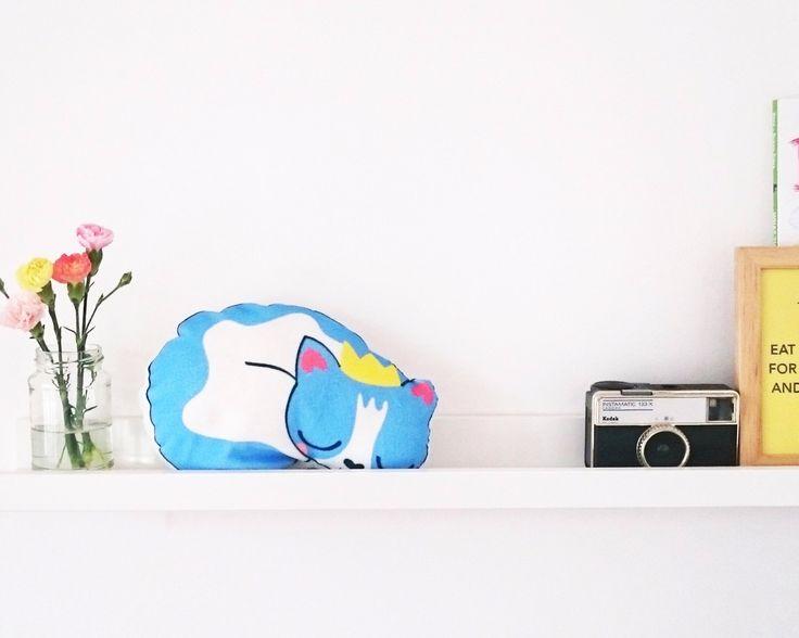 Super zachte blauwe slaperige kat speelgoed. door meganmcnultyshop op Etsy https://www.etsy.com/nl/listing/294142255/super-zachte-blauwe-slaperige-kat