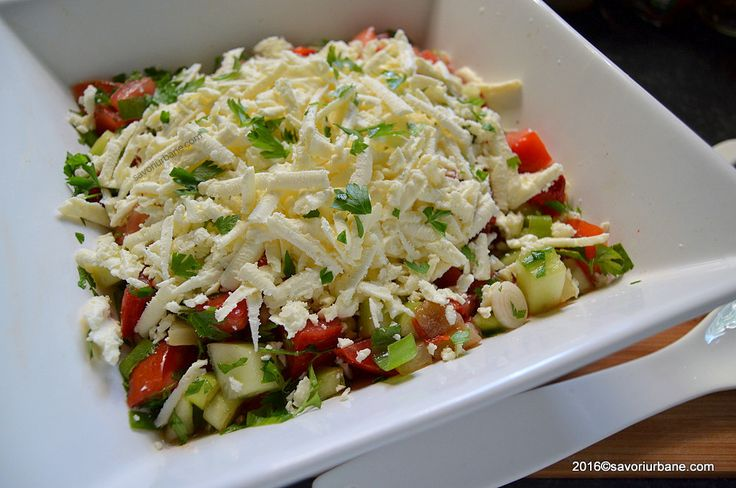 Salata bulgareasca reteta clasica cu telemea rosii ardei castraveti ceapa