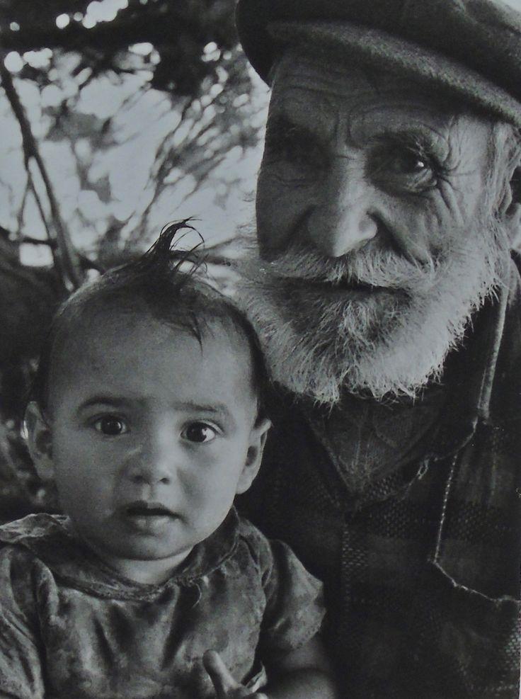 Ο παππούς με τον εγγονό, Άγιοι Θεόδωροι Λευκάδα. Fritz Berger «Λευκάδα Άνθρωποι και Τοπία» και «Λευκάδα ένα ταξίδι στο χρόνο»