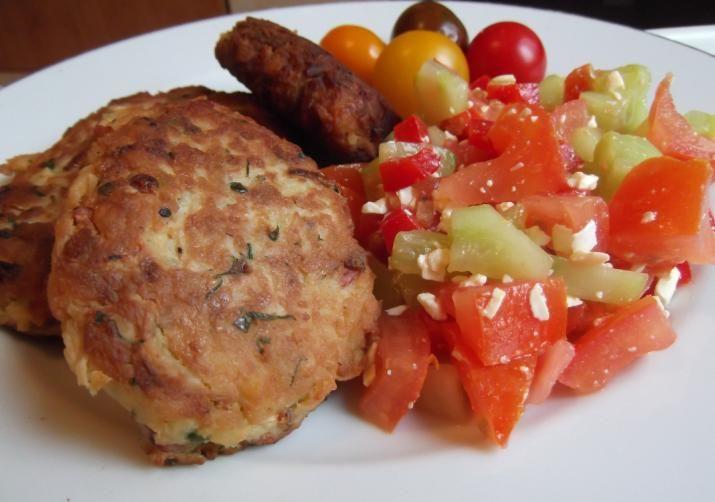 O reţetă pentru chiftele de cartofi foarte gustoase şi sănătoase. Intraţi şi vedeţi ce ingrediente trebuie să folosiţi şi cum se prepară. Vedeţi câte calorii are o porţie.