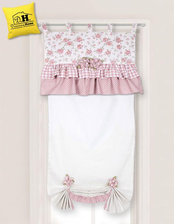 La dolce e romantica tenda portafinestra 55 x 220 della collezione Rose Couture sulle delicate tonalità del rosa antico e del bianco.