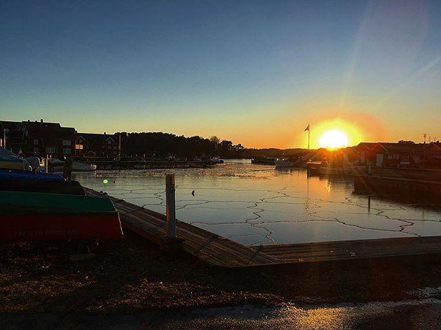 #beautifulday #magical #sunset #⚓️ #hølenbåthavn #sun # #moment_oftheday #sea #opnett #visitnorway #larvik #