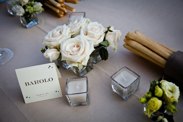 Center piece for a romantic table. Table names were inspired by the famous red wines of the area such as Barolo.  * Photo from a real wedding organized by Extraordinary Weddings Italy - wedding planner  (www.meevents.it)