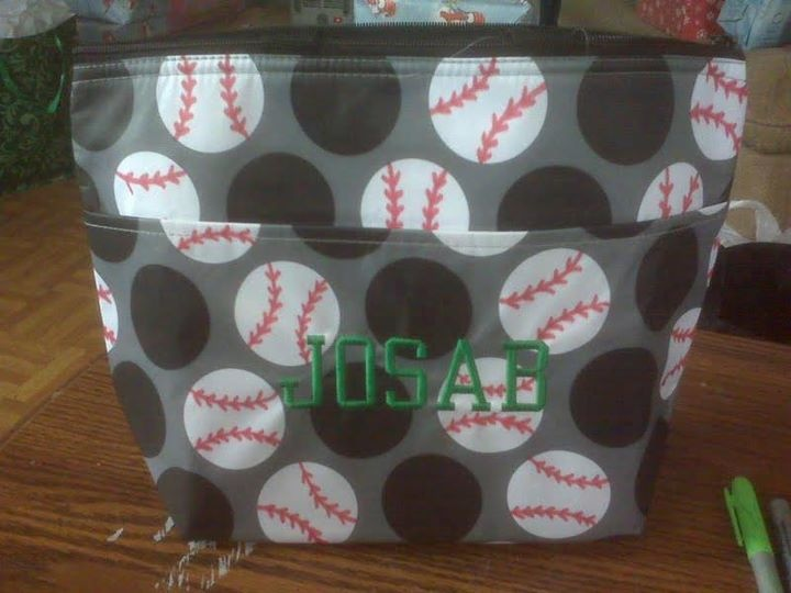 if you are a baseball/ softball fan and own any of the paparazzi dot pattern, here's a super cute idea for you! and if you don't have any i have good news and bad news... the bad news is that it's a retired pattern... BUT the good news is that thirty-one brought a few pieces back in it's favorites collection through the end of april! you can still get the large utility tote, the organizing utility tote, the picnic thermal and the thermal tote :)  www.mythirtyone.com/jbause