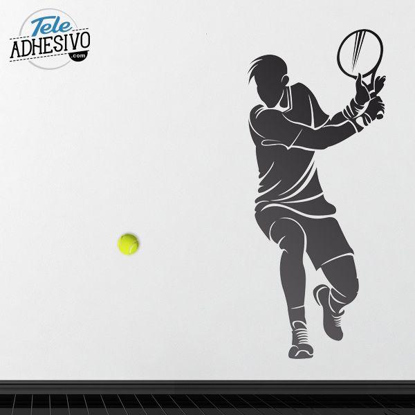 Vinilo decorativo tenis con media pelota pegada en la pared para aportar efecto realista. #vinilo #pared #TeleAdhesivo #tenis #deporte #decoracion #pistas #deco #padel