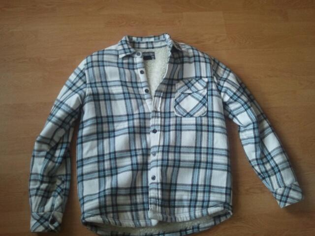 Billabong Medium-sized Jacket (cotton and polyester)   €20  Check out more items here: https://plus.google.com/u/1/photos/104408653874247915621/albums/5879355824981074273  Email: futuristfarms@gmail.com