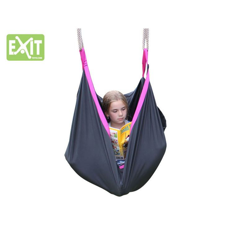 EXIT SwingBag; schommelen, relaxen, spelen!   Met de EXIT SwingBag schommelzak beleef je nu de leukste en spannendste avonturen. Alleen of samen met je vriendjes; met de EXIT SwingBag kun je eindeloos spelen.    Je kan heerlijk zittend, maar ook zelfs staand schommelen! Maar je kunt jezelf ook helemaal verstoppen in de EXIT SwingBag. Of gebruik de EXIT SwingBag als hangmat om jouw favoriete boek te lezen. Eigenlijk kan alles, zolang jij het maar bedenkt! Schommelen, spelen, relaxen.