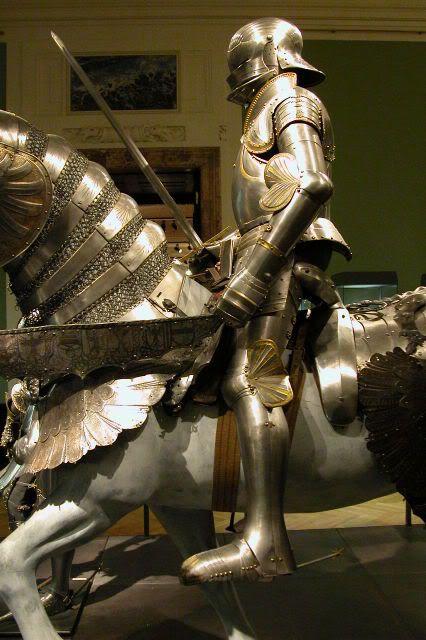 Огненный рыцарь с мечом и крыльями картинки