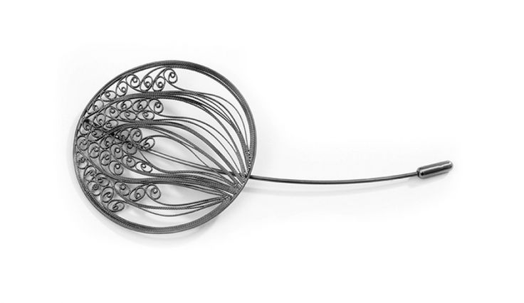Liliana Guerreiro | Collections - Handmade silver brooch, using a filigree technique
