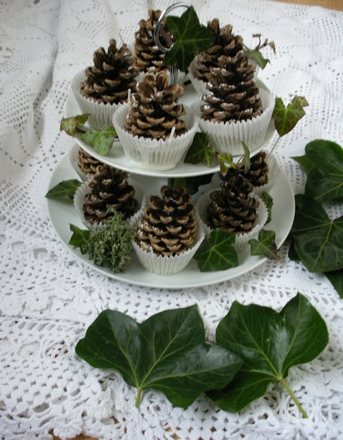 At least there are no calories in this holiday get-up! http://wherethemoonsleeps.blogspot.nl/2012/11/fire-lighters.html