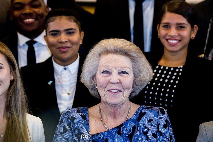 ORANJESTAD - Prinses Beatrix heeft donderdagavond met een opgewekt gevoel de universiteit van Aruba verlaten. Met de jeugd van Aruba komt het wel goed, zoveel leerde de prinses op de eerste dag van haar werkbezoek aan dit zonnige deel van het koninkrijk.