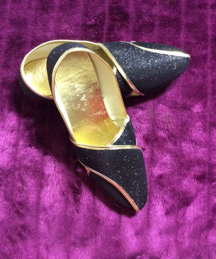 Gear up yourself for the party with this Black & Golden Shimmer Mojari. http://styleindia.com.au/shoes/mens-mojari/black-golden-shimmer-mojari.html