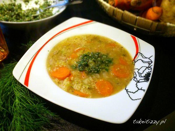 Krupnik warzywny z kaszą kuskus, to pożywne i pyszne danie, a kasza kuskus ma tę zaletę, że przygotowuje się ja błyskawicznie...
