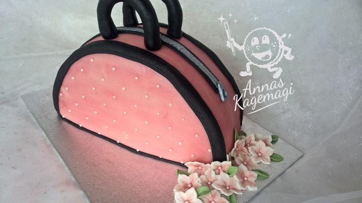 Pink purse cake
