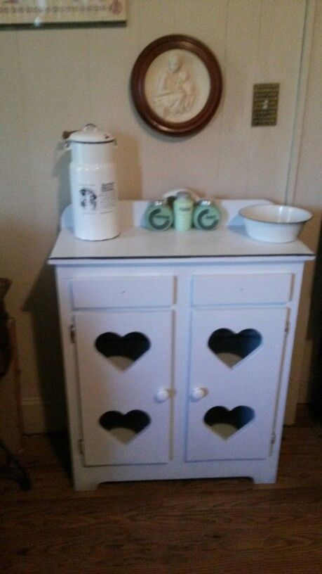 This jelly cabinet looks nothing like it did when I brought it home. It was covered in crayon marks and all scratched up. After sanding this down I painted it to match my hoosier and wash stand. Now I have the perfect 40's room
