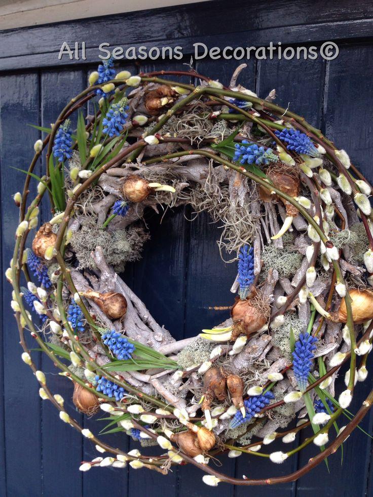 Heerlijke voorjaarskrans voor aan mijn voordeur! Ik hou van blauwe druifjes!! Maart 2015 @All Seasons Decorations