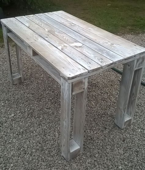 DIY Pallet Reclaimed White Washed Tables   99 Pallets More