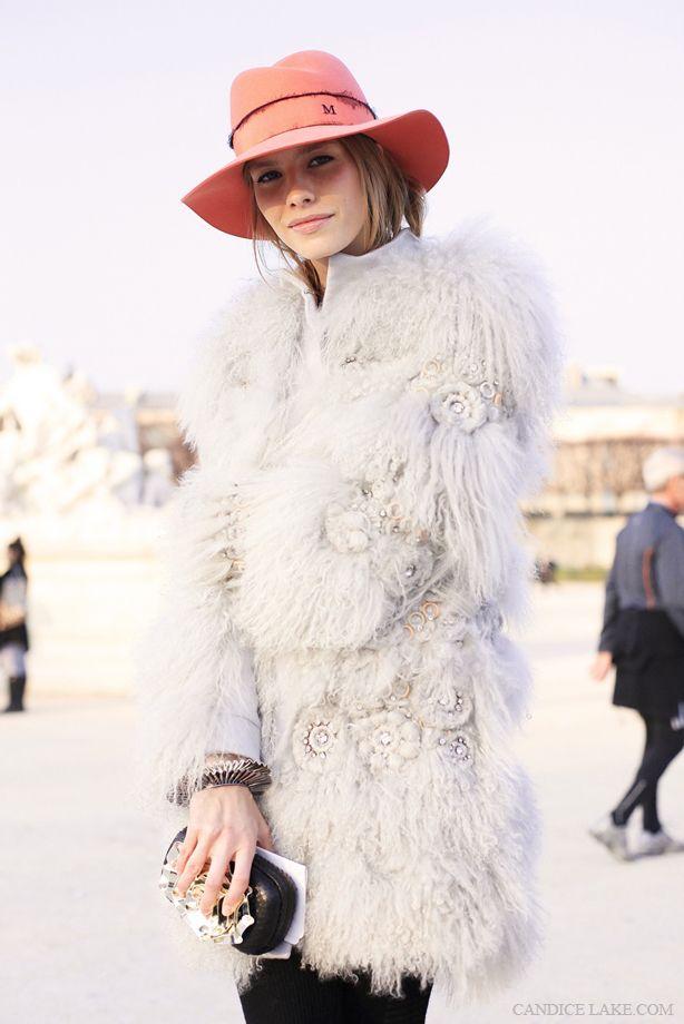 Casada com o bilionário RussoAlexander Lebedev, a modelo de 26 anos Elena Perminova é a Best Dressed da semana.