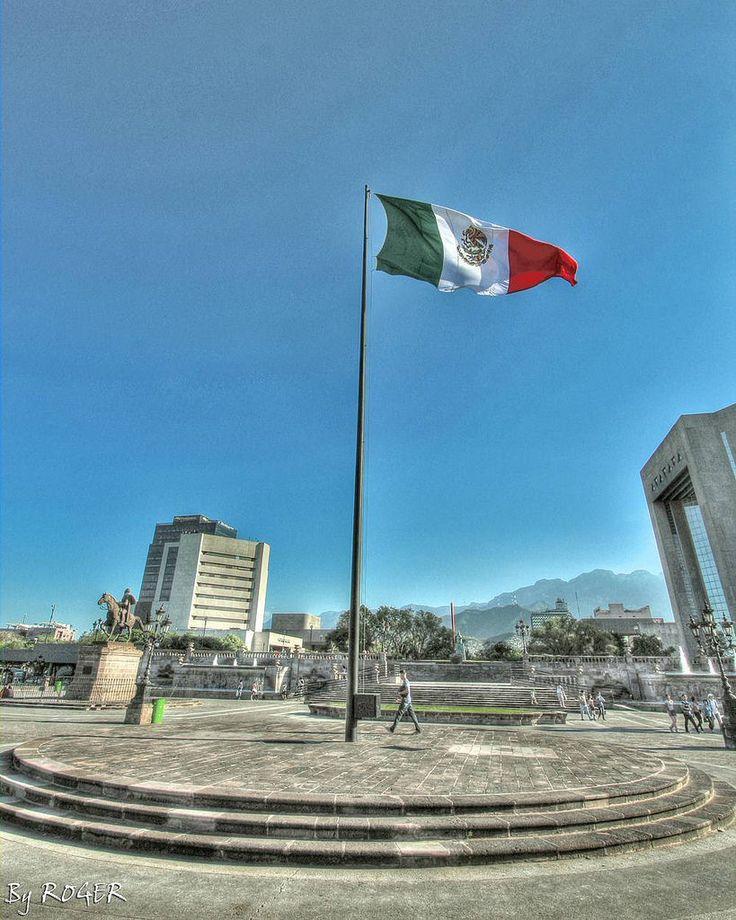 #bandera #Mexico #macroplaza #mty #Monterrey #streetphotography #street #callejera #mtymx @mty.mx #fotografoamateur #fotografia #foto #ByRoger #canonphotography #canon #Hdr #instagram #flickr