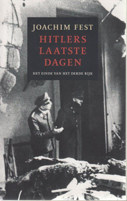 De laatste maanden van de Tweede Wereldoorlog bracht Hitler door in zijn bunker in  Berlijn. Vanuit dit betonnen gevaarte en bereidde hij beslissende veldslagen voor die  nooit zouden plaatsvinden en commandeerde hij legers die allang waren verslagen.  Ondanks zijn afgeleefde uiterlijk en de zichtbare inspanning waarmee hij zich  voortsleepte, waagde niemand het hem tegen te spreken.  Historicus Joachim Fest beschrijft de onafwendbare ondergang van het Derde Rijk met  veel gevoel voor nuance…