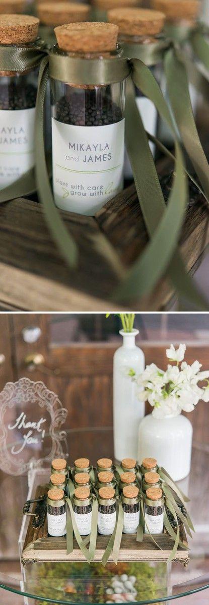 Semences à plantées présentées dans une éprouvette comme cadeau d'invités - Great favor idea! Seeds for your guests to plant and grow.