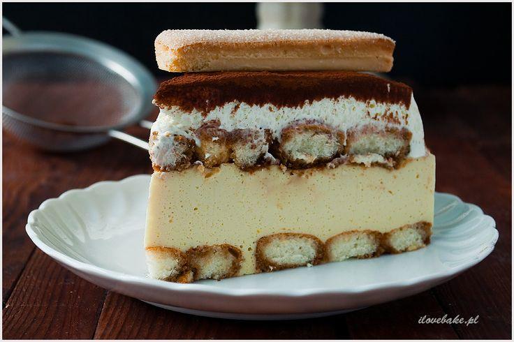 Sernik tiramisu na zimno bez pieczenia. Przepyszny deser, szybki w przygotowaniu i wyrazisty w smaku. Inspirowany włoskim tiramisu. Niezbyt słodki, kawowy z nutą kakao.
