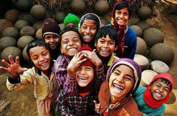 """""""Gülümsemek, yüzün zekâtıdır.""""  Sezai Karakoç"""