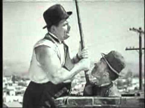 Dick und Doof (Laurel und Hardy) als Schornsteinfeger. Stan and Ollie as chimney sweeper.
