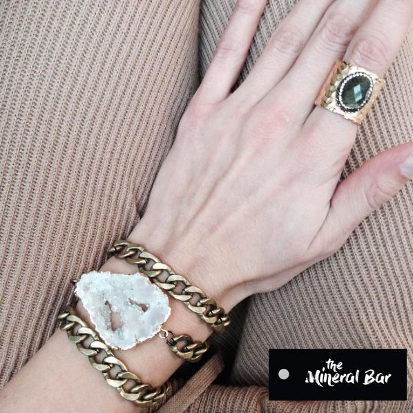 Designer jewelry @the_mineral_bar with natural stones. Boho Jewelry  Fashion jewelry. Body Jewelry. Bracelet with Agate druze and labradorite stone ring