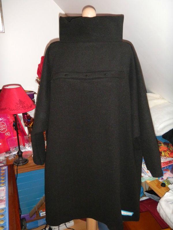 Plus de 25 id es uniques dans la cat gorie cape femme sur pinterest manteau cape femme for Patron tablier original femme asnieres sur seine