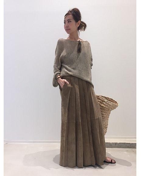 メッシュのような透け感のあるニット編みが涼しげな印象。 <br />ボートネックで、デコルテを綺麗に見せてくれます。 <br />ゆったりとした短めの袖付きで春~初夏にかけて一枚で着られるデザイン。 <br />麻シルク素材でさらっとした着心地です。 <br />初夏のデイリースタイルにお勧めな一着。 <br /> <br />ーーーーーーーーーーーーーーーーーーーーーーーーーーーーーーーーーーーーーーーーーーーーーーーーーー <br /> <br />商品番号:17080560010210 <br />カラー:ベージュ、ブラック <br />サイズ:フリー <br />価格:¥23,000+tax <br /> <br />L'Appartement店舗:販売中 <br &#x...