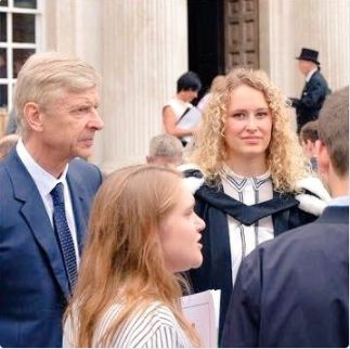 Yesterday Arsene Wenger was spotted at the Senate House of Cambridge University where he attended the graduation ceremony of his daughter Lea Wenger. Another photo after the cut.    http://ift.tt/2sgsatt news SPORTS NEWS