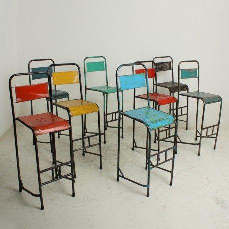 Indonesian Bar Chairs est en stock chez K-LINE dans différentes couleurs.