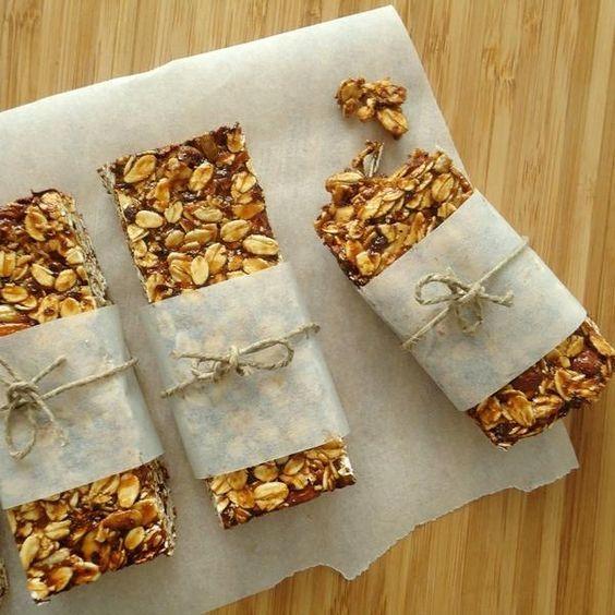 Barras de granola com amêndoas e ameixas secas