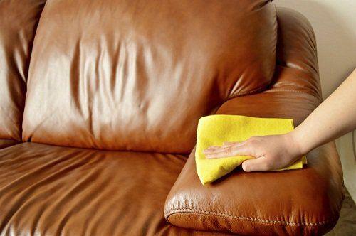 pulire mobili e divano con olio e limone