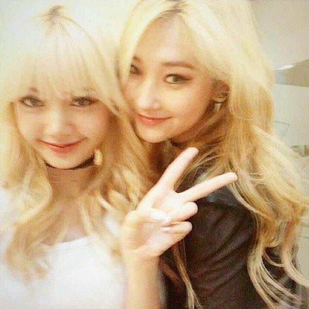 BLACKPINK 블랙핑크 Lisa  #blonde pre debut photo with another yg girl, Jinny Kim (if i'm right)